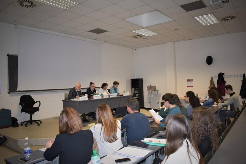 La relazione di Ghislaine Chagrot. Di spalle, in prima fila, Cristina Gherardi, Valentina Indigenti e Fabio Bianchi